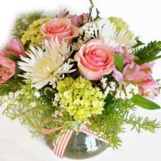 Pembe Gül ve Kır Çiçekleri