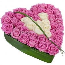 Pembe ve Beyaz Güllerden Kalp