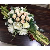 Pembe, Beyaz Güller Aranjmanı
